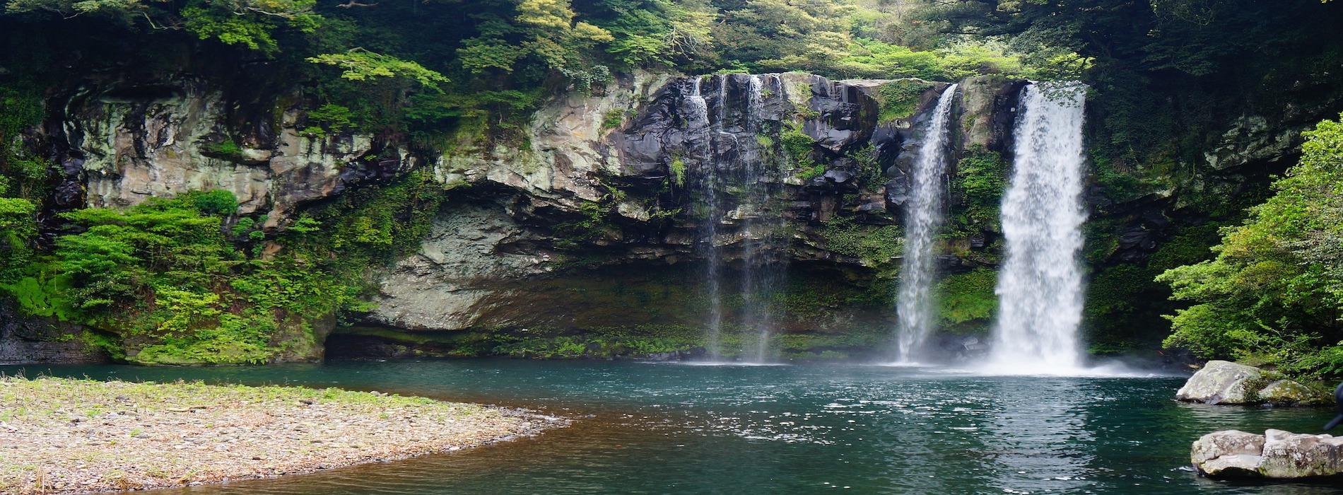 jeju-island-cheonjiyeon-waterfall-1594589_1920